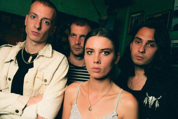 wolf-alice-sep-2017-diy-magazine-by-phil-smithieswolfalice_digi-46-copy